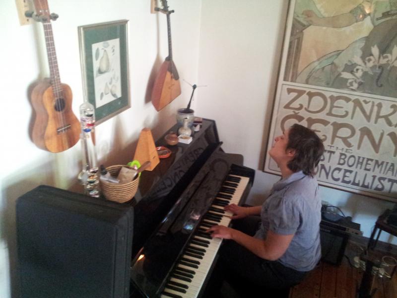 A little @hanjabanja at the piano