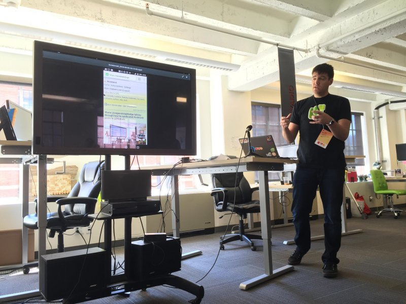 Kyle @kylewmahan made his reader, Woodwind, work offline like an app. #indieweb